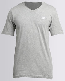 Nike NSW V-Neck Tee Club Embroidered FTRA Grey